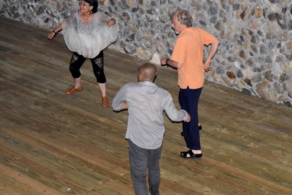 Maître Liu Deming, Eric Conte et Jocelyne Queudet, dansant en Chine 2017