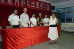 Au centre Madame Liu Ya Fei, directrice du Centre National de Qi Gong en Chine.